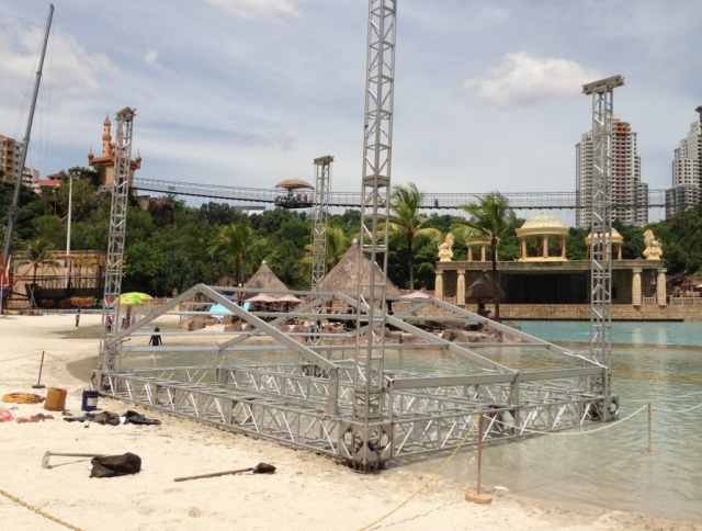 Detachable aluminum stage for Sunway Lagoon
