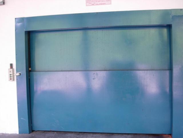 Vertical Bi-Parting Auto Door for a Goods Hoist System-1
